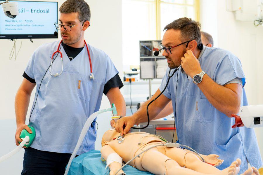 Unikátní kurz simulace kritických stavů pod taktovkou lékařů z KARIM